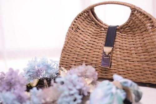 夏にピッタリ!モロッコのかごバッグはハンドメイドの優しい風合。